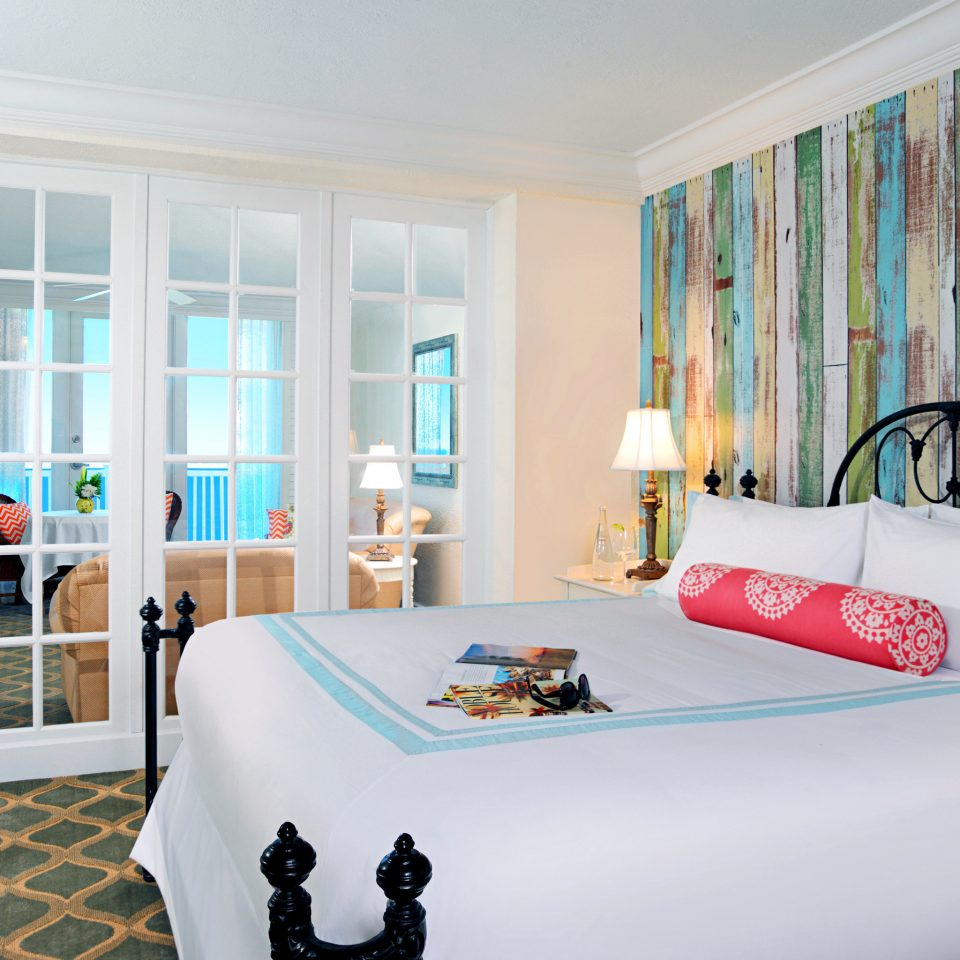 Balcony Bedroom Modern Resort Scenic views Suite Waterfront property white scene home living room bed sheet cottage