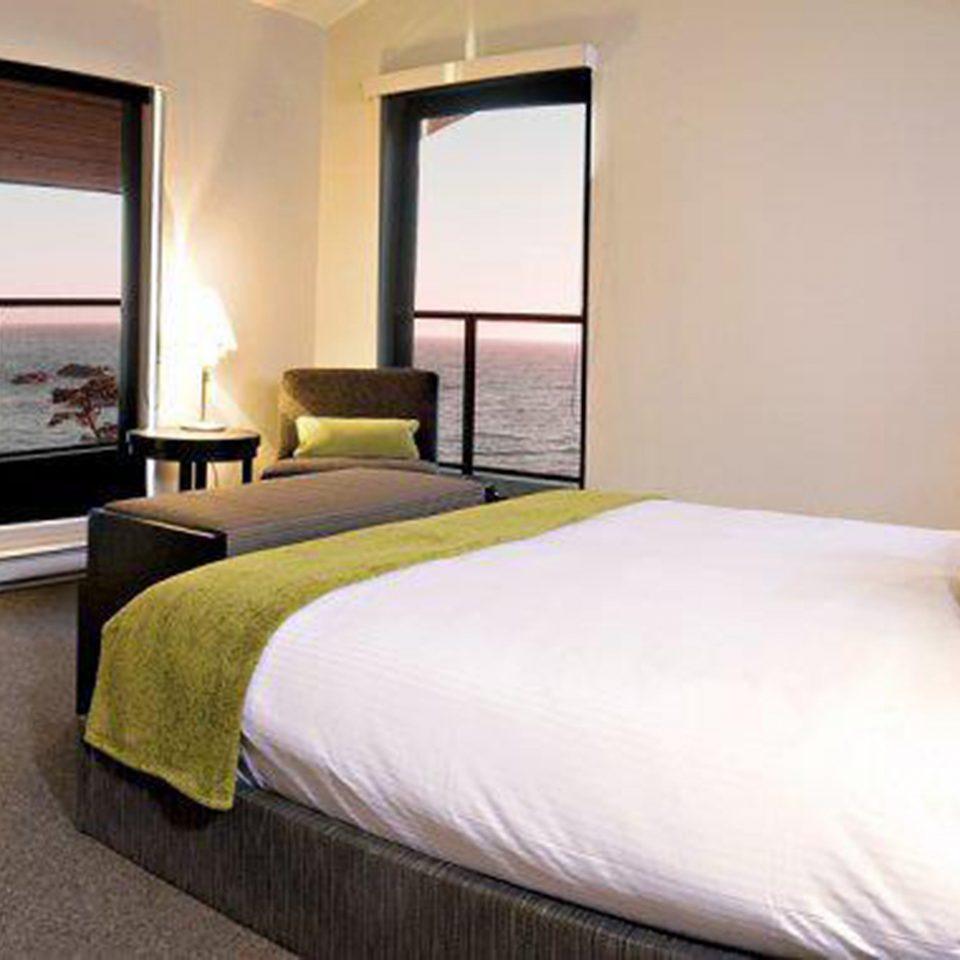 Balcony Bedroom Modern Resort Scenic views property Suite cottage home Villa lamp