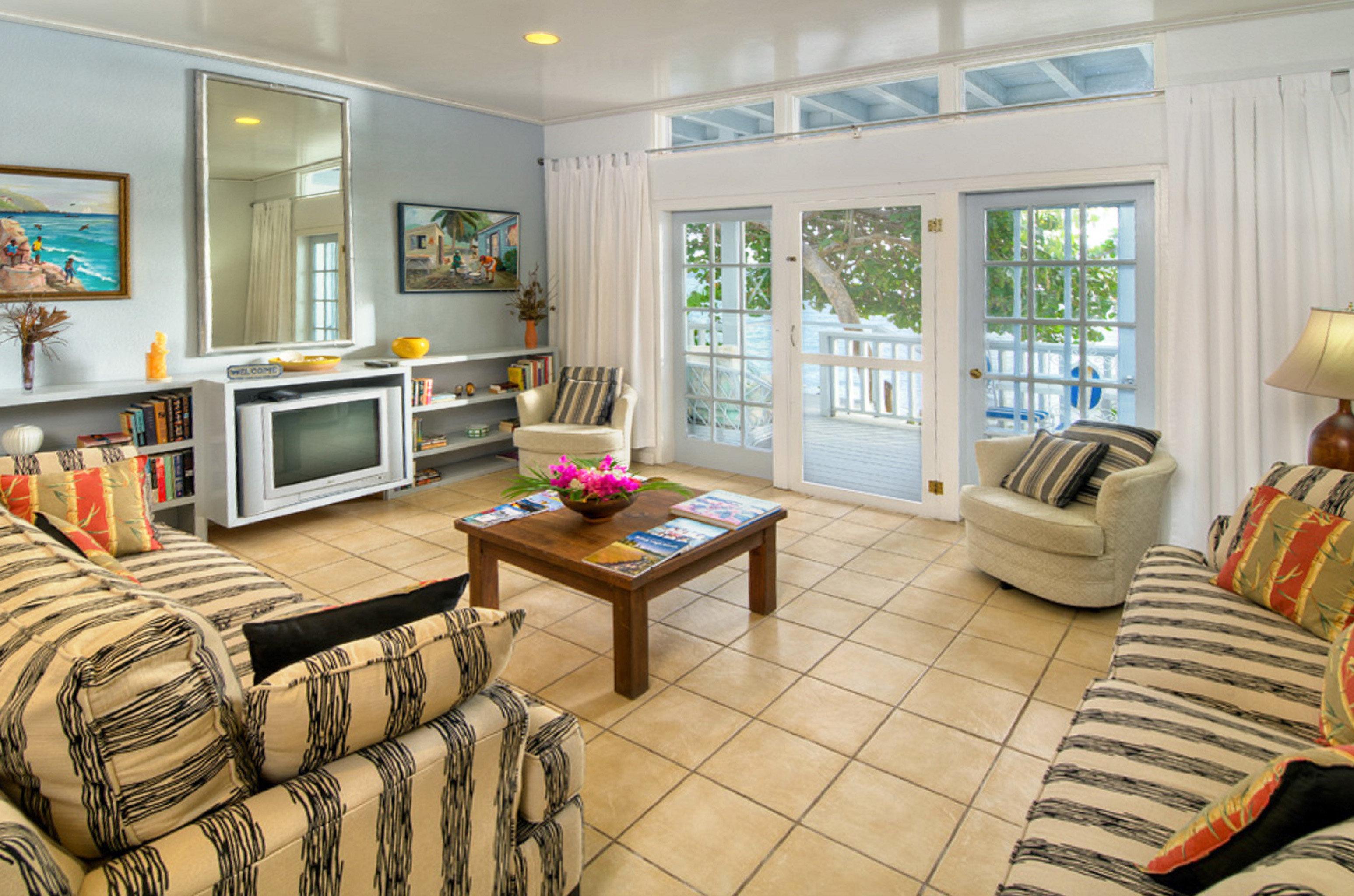 Balcony Modern Scenic views Suite sofa living room property home condominium hardwood cottage Bedroom leather