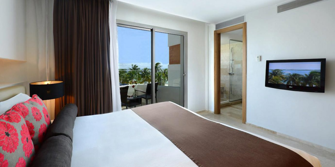 Balcony Bedroom Modern Scenic views Waterfront sofa property Suite condominium home pillow living room Villa cottage flat
