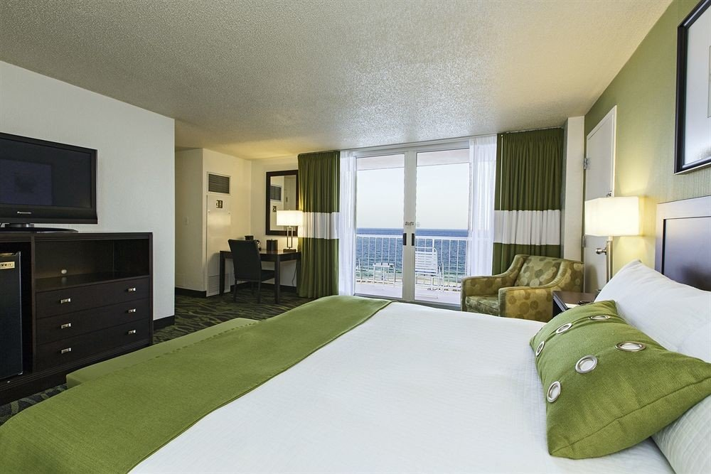 Balcony Bedroom Modern Scenic views Suite television property condominium green home flat cottage living room