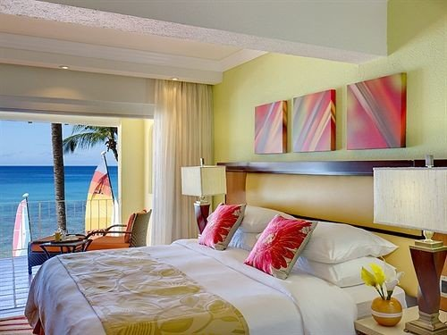 Balcony Bedroom Patio Scenic views Suite property Resort cottage Villa pillow bed sheet