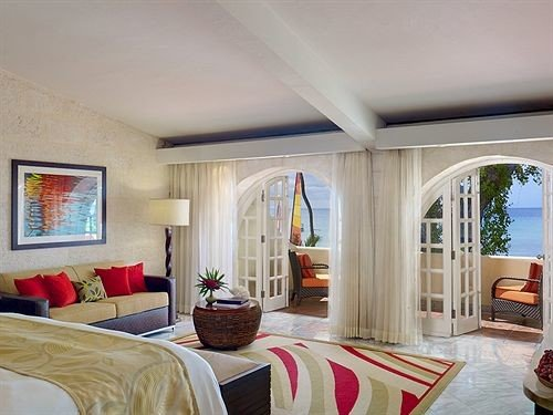 Balcony Bedroom Patio Scenic views Suite property living room home cottage Villa mansion condominium farmhouse
