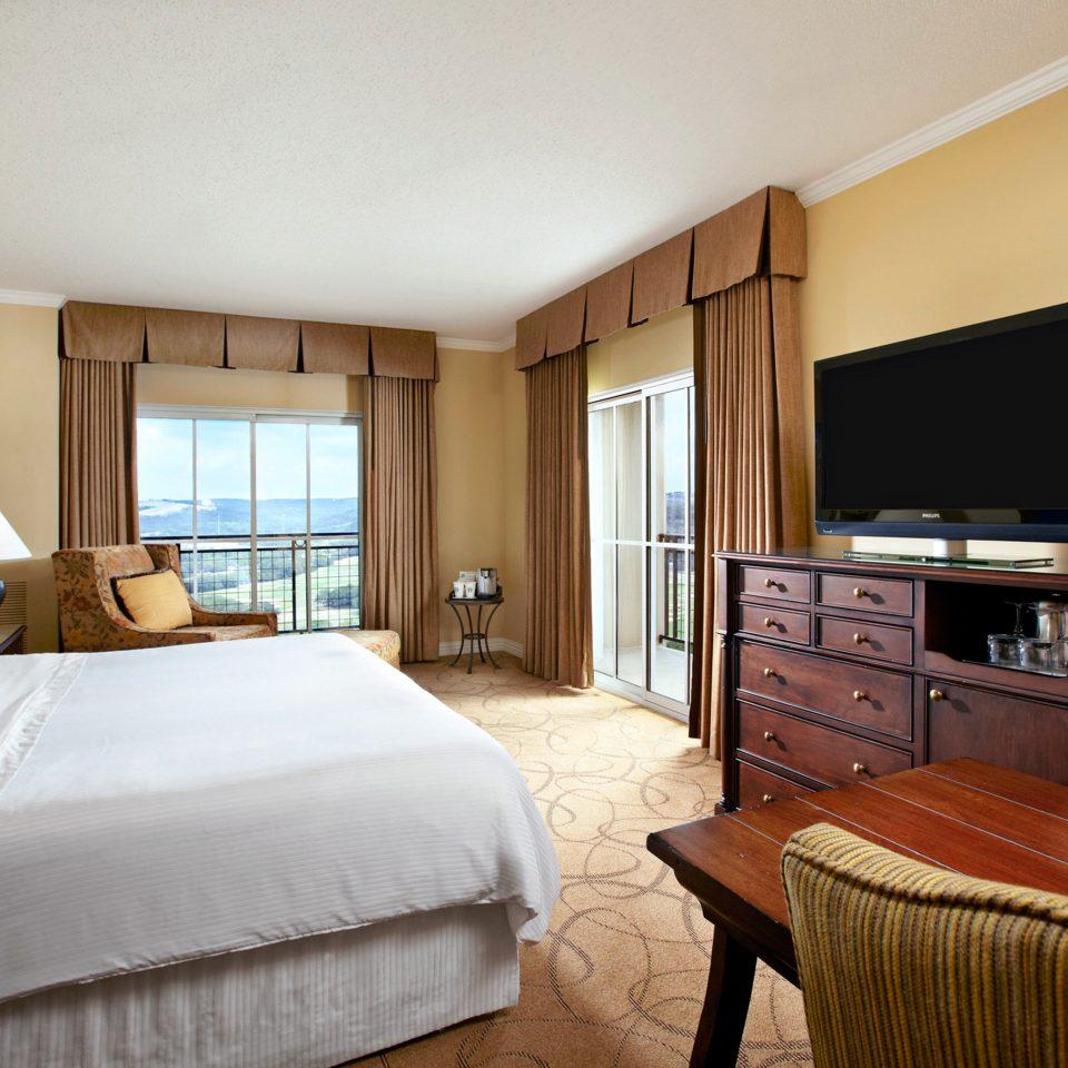Balcony Bedroom Resort Scenic views sofa property Suite cottage home hardwood Villa