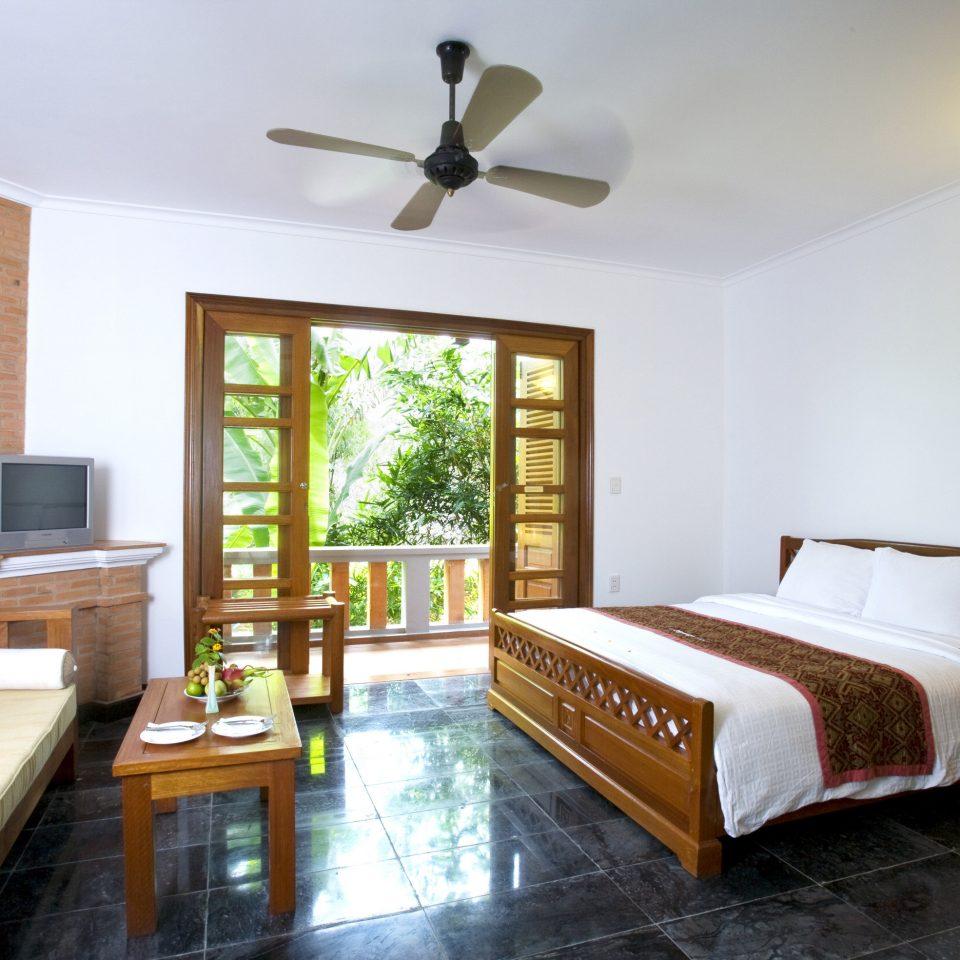 Balcony Bedroom Resort Suite property home living room hardwood cottage Villa farmhouse