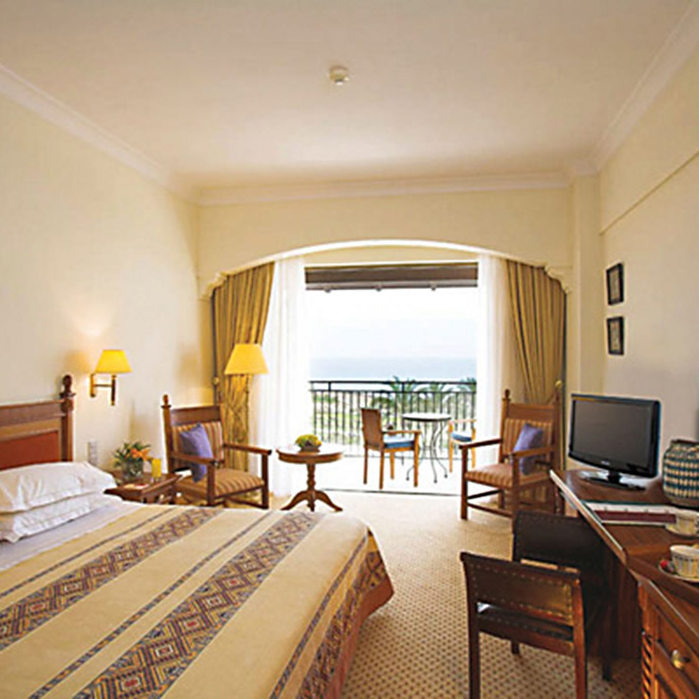 Balcony Bedroom Scenic views Suite property home hardwood cottage Villa condominium living room
