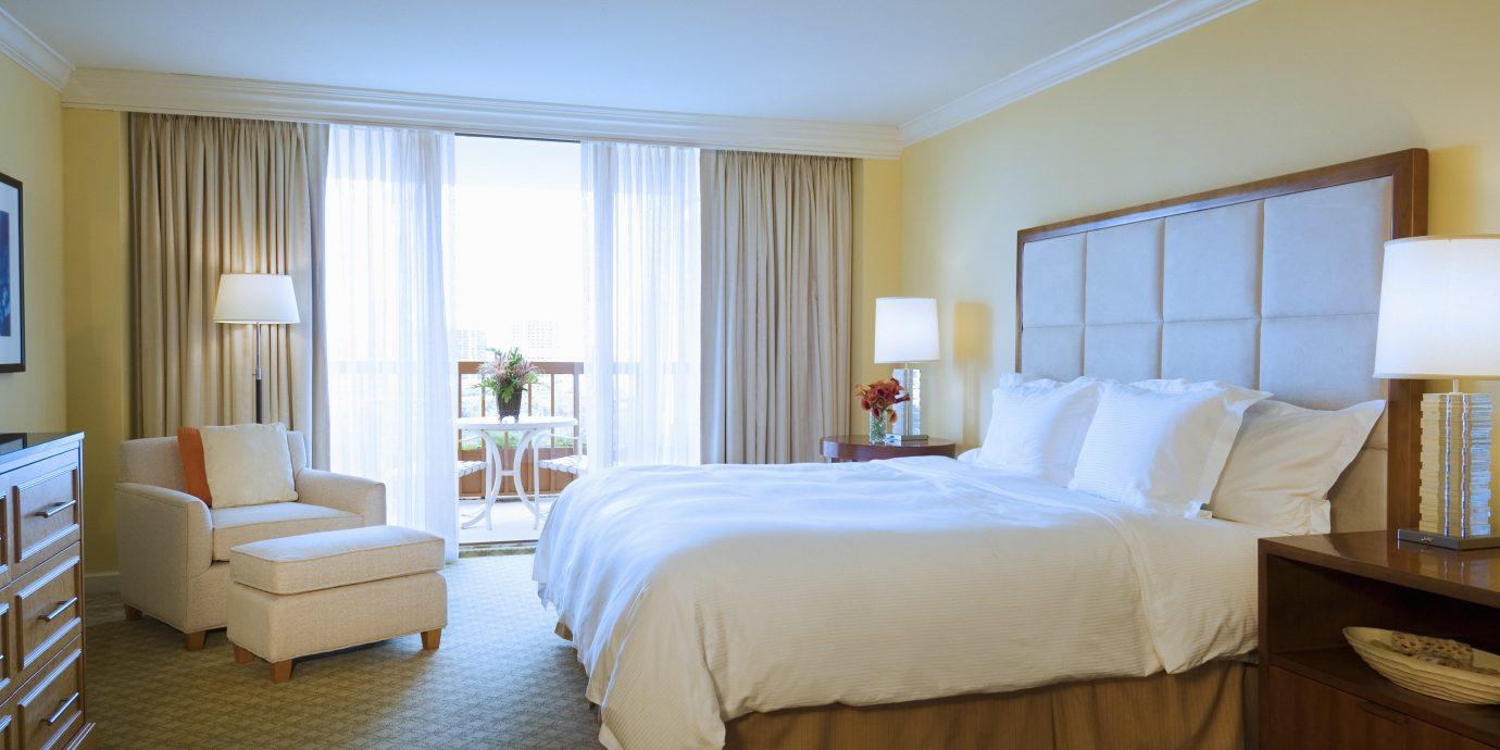 Balcony Bedroom property desk Suite cottage Villa condominium night flat