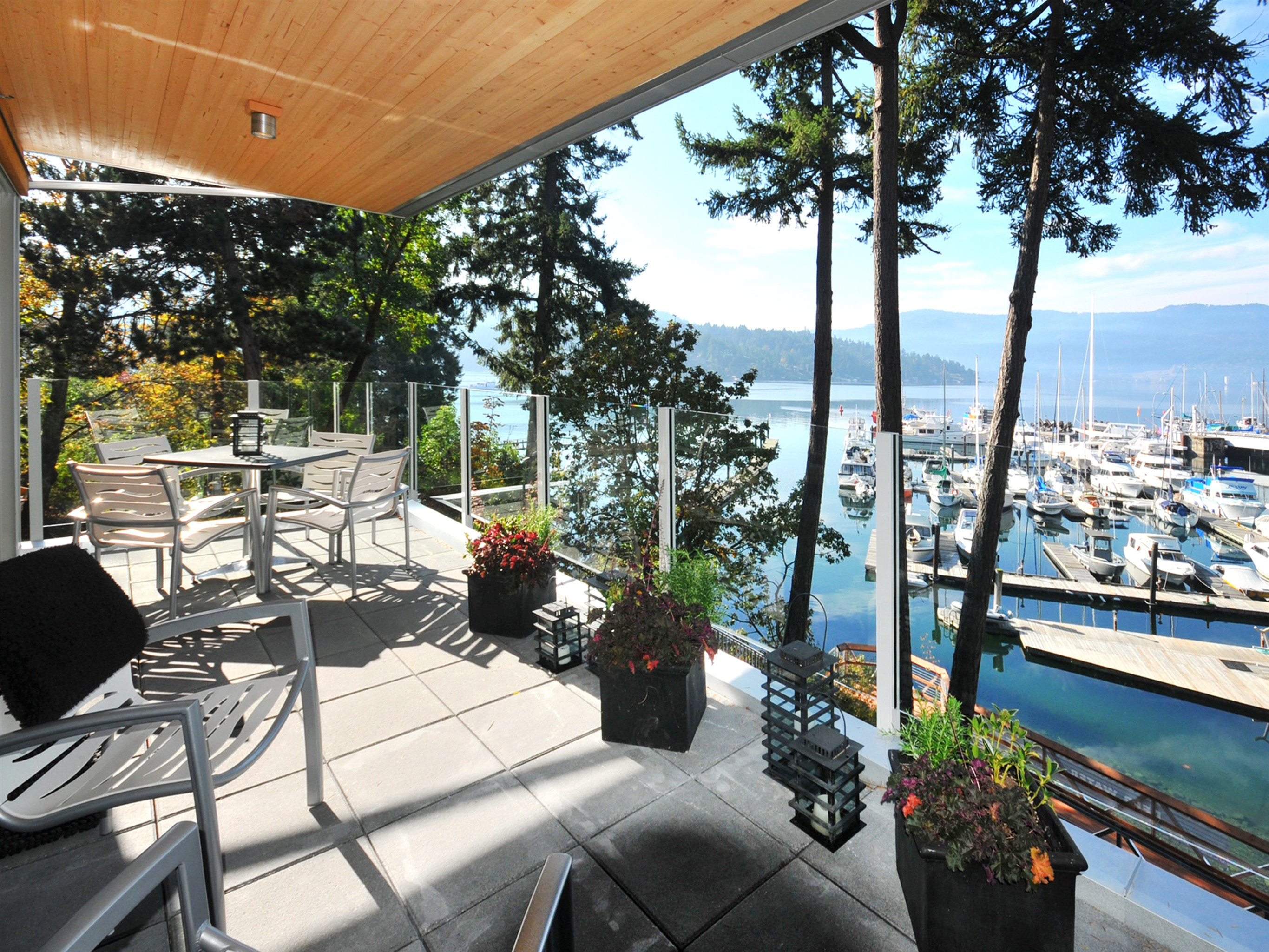 Balcony Boat Modern Outdoor Activities Outdoors Resort Romantic Terrace Waterfront tree sky property home vehicle condominium Villa porch Deck
