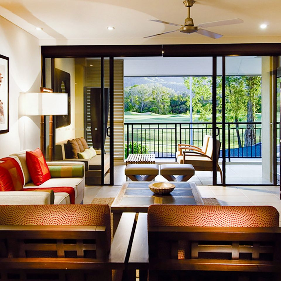 Balcony Classic Entertainment Resort property living room home Suite condominium cottage