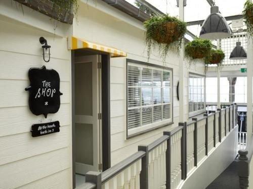 property condominium handrail Balcony