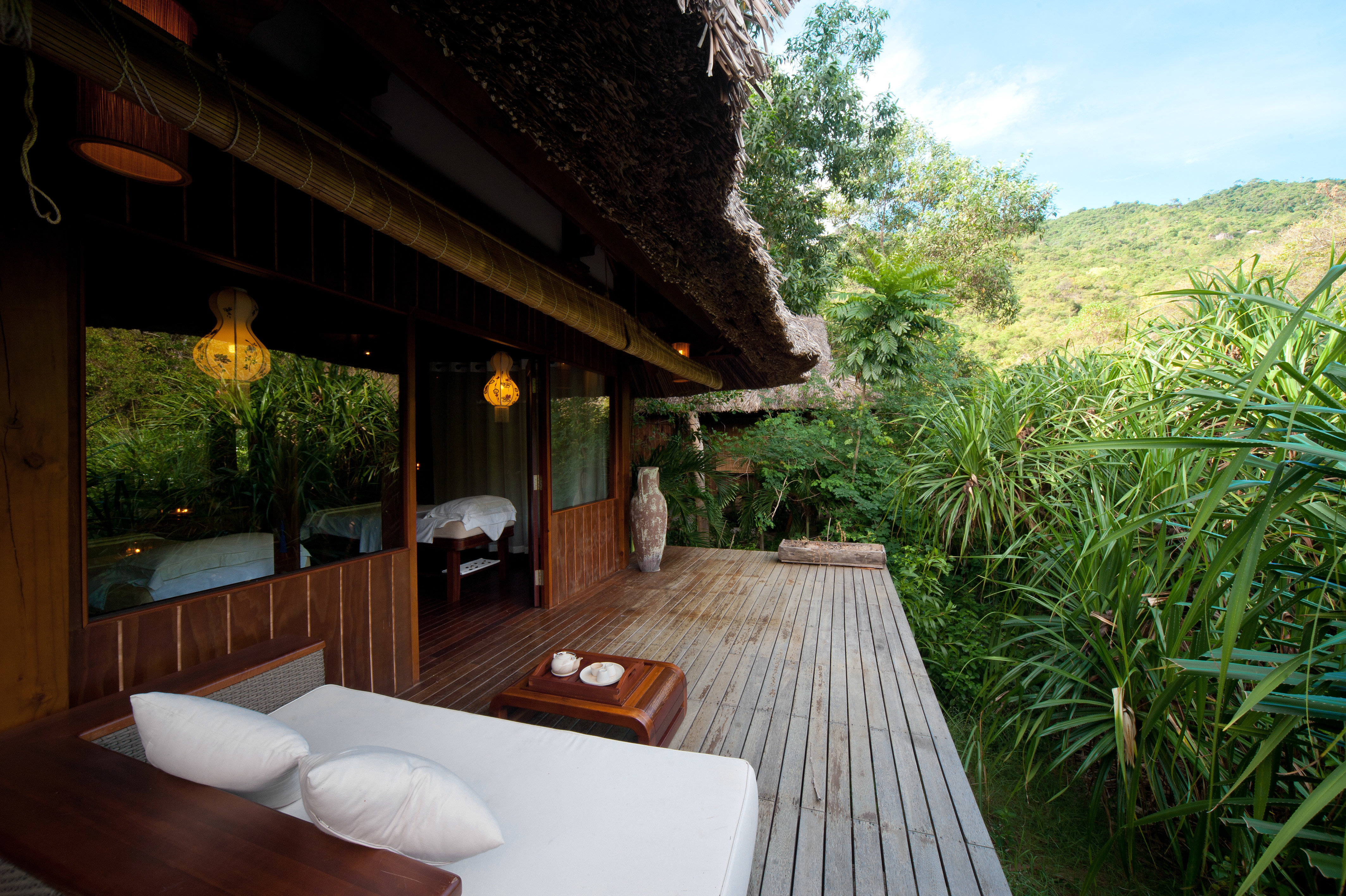 Balcony Country Deck Eco Elegant Forest Jungle Luxury Mountains Nature Outdoor Activities Scenic views Tropical Villa Waterfront tree property house Resort cottage home backyard stone