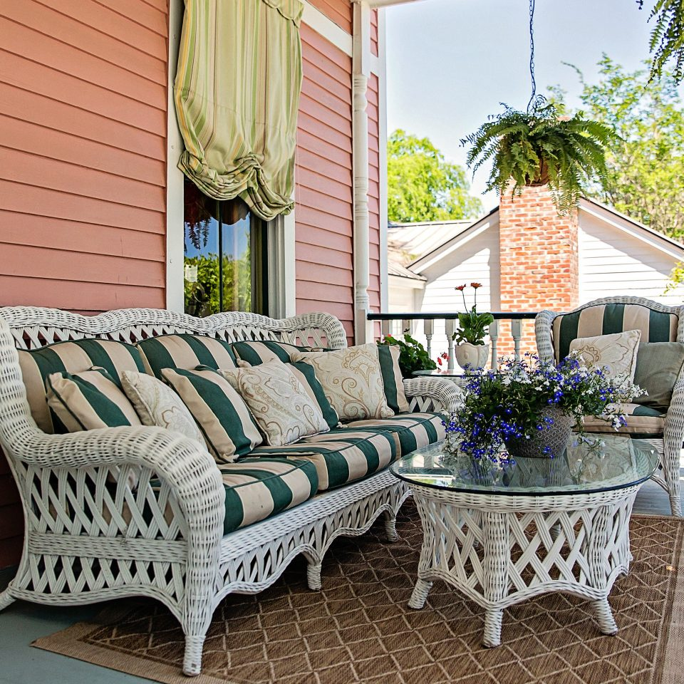 Balcony Country Deck Inn Lounge Trip Ideas property porch home backyard outdoor structure cottage Villa living room Patio mansion Garden stone
