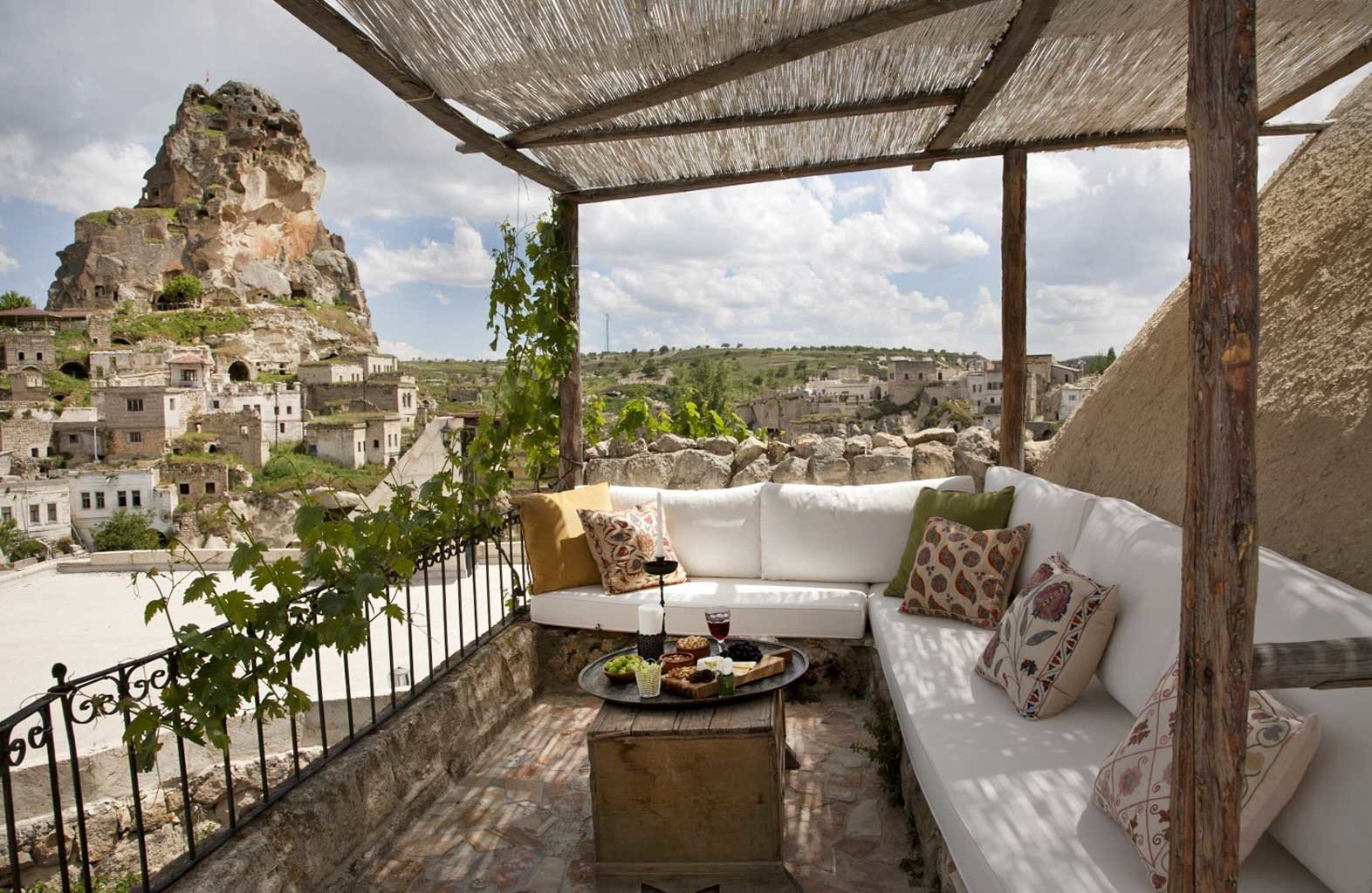 Balcony Deck Lounge Natural wonders Patio Rustic Scenic views Terrace building property house home Villa mansion cottage Resort Courtyard
