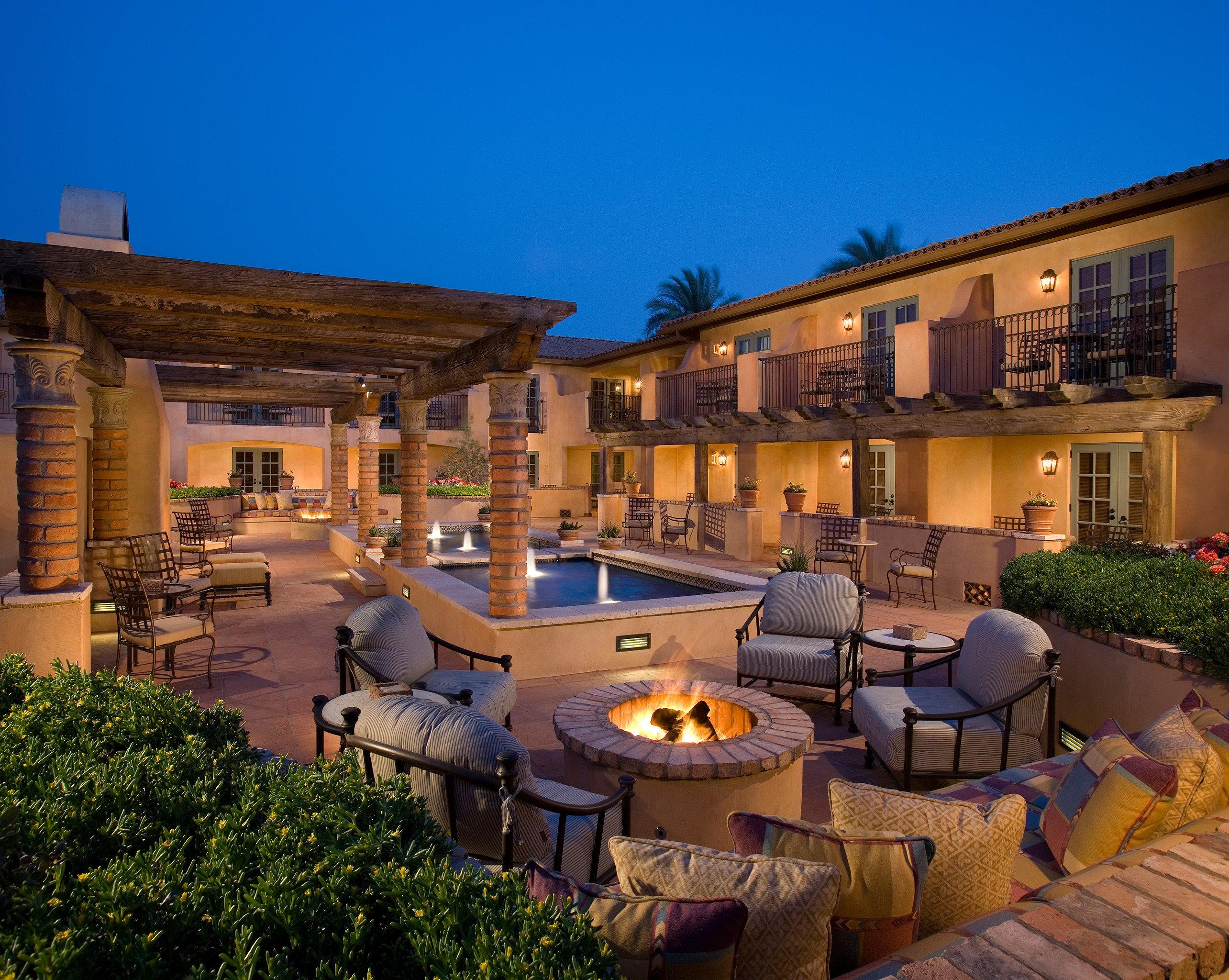 Balcony Fireplace Pool Resort Terrace sky property Town house condominium home residential area Villa Courtyard backyard mansion Village set