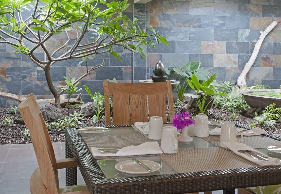 property backyard Courtyard yard Garden outdoor structure home Patio cottage flower Balcony Villa