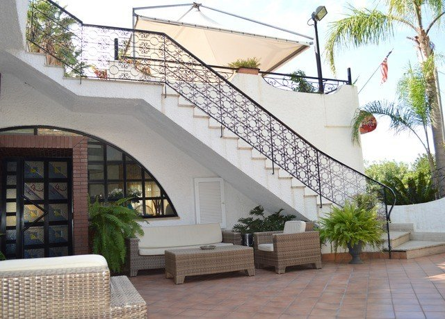 property outdoor structure Balcony Courtyard Villa pergola porch handrail orangery condominium Patio stone
