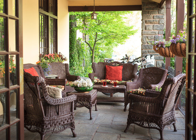 chair property porch home living room Courtyard cottage backyard outdoor structure yard Balcony Patio hacienda Villa