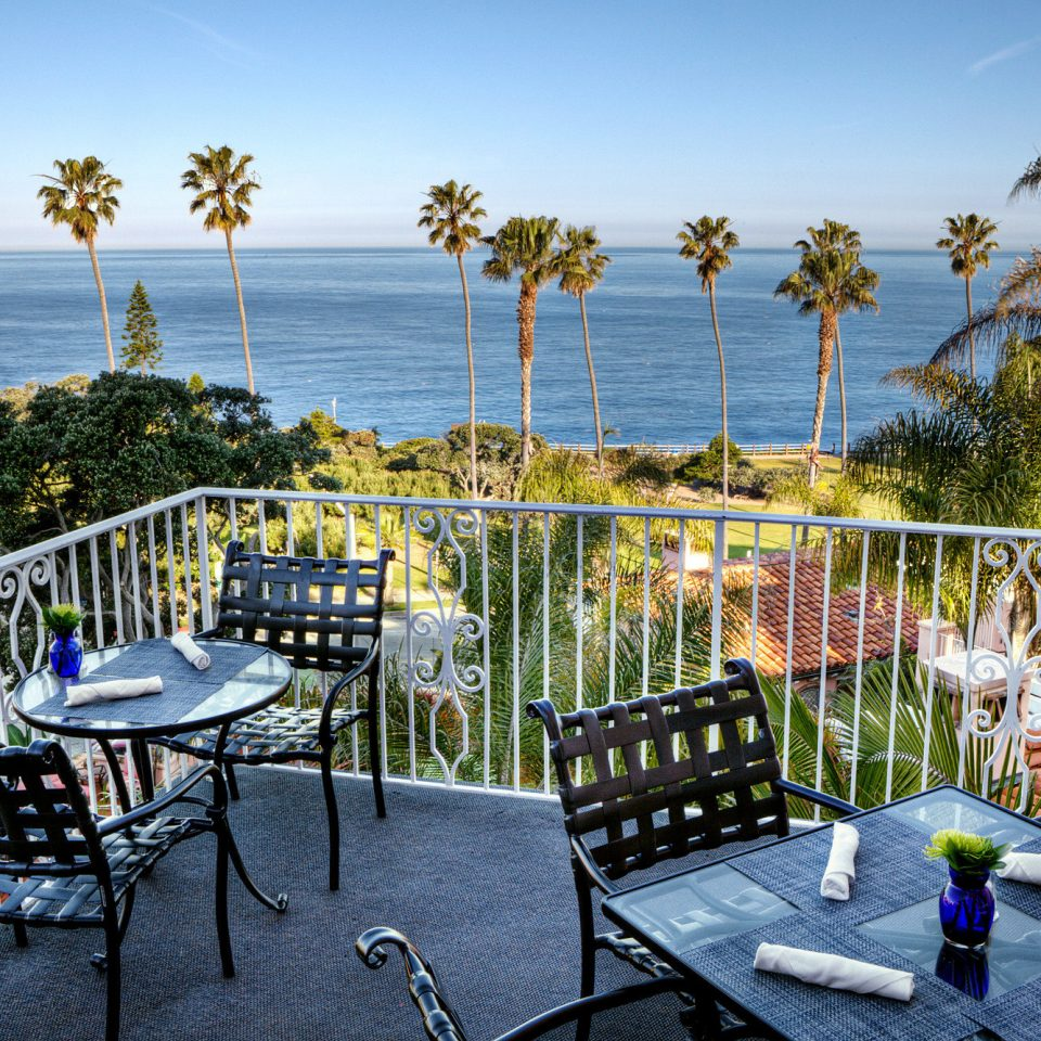 Balcony Dining Drink Eat Elegant Hotels Luxury Ocean Scenic views Terrace Tropical sky Fence leisure Deck park backyard Resort porch walkway overlooking