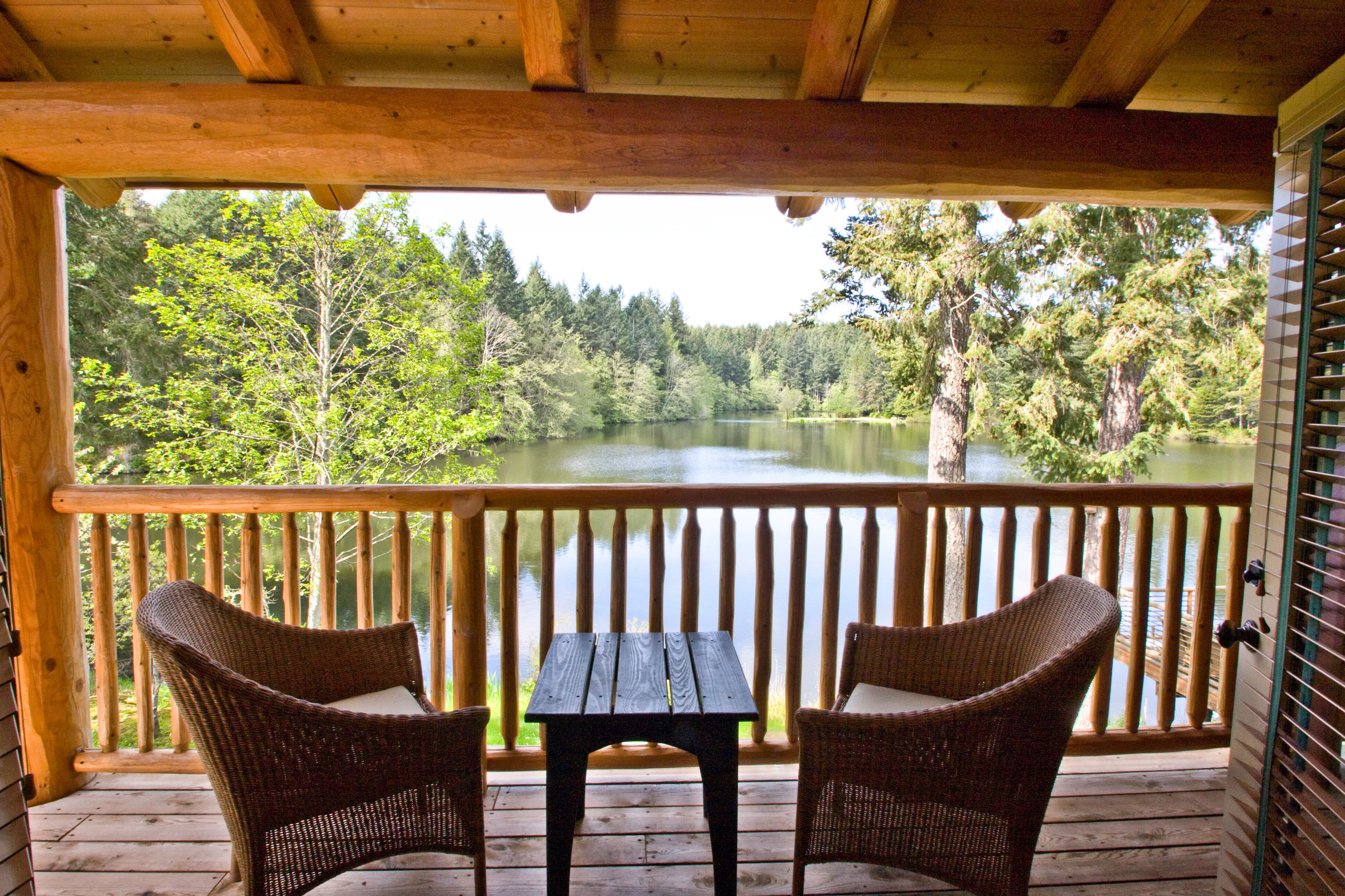 Balcony Lake Lodge Outdoors Patio Resort Rustic Scenic views chair building property porch living room house home cottage backyard outdoor structure Dining Villa farmhouse Deck dining table
