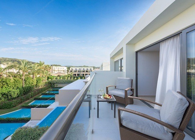 sky property swimming pool Resort penthouse apartment Villa house condominium Balcony Deck