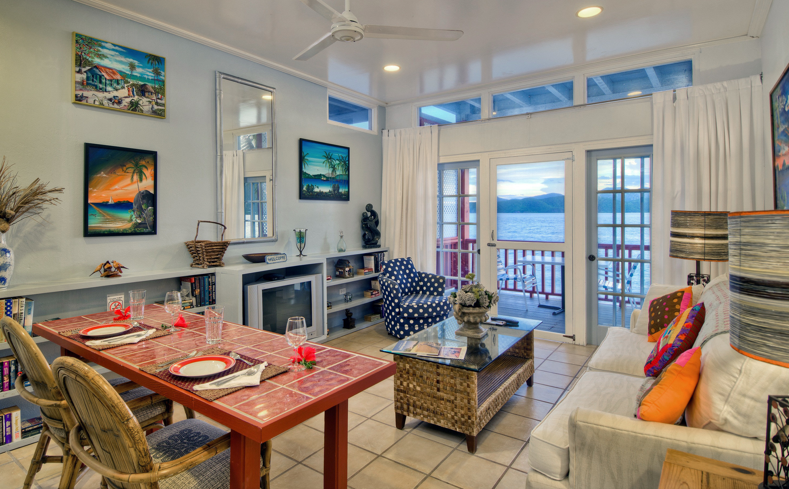 Balcony Dining Drink Eat Modern Scenic views Suite property home living room house cottage condominium