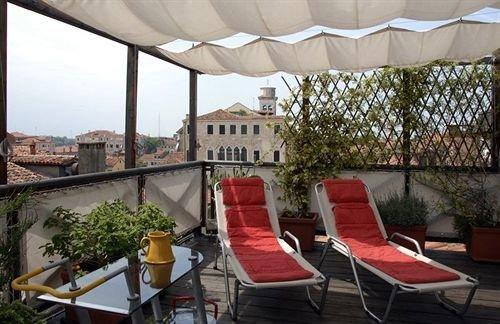 chair property Resort Villa hacienda cottage outdoor structure restaurant Balcony Dining backyard condominium