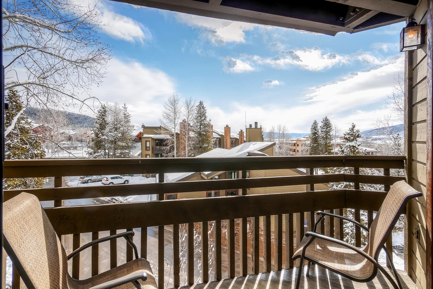 Balcony Lodge Outdoors Scenic views Ski sky property building home house porch cottage wooden outdoor structure