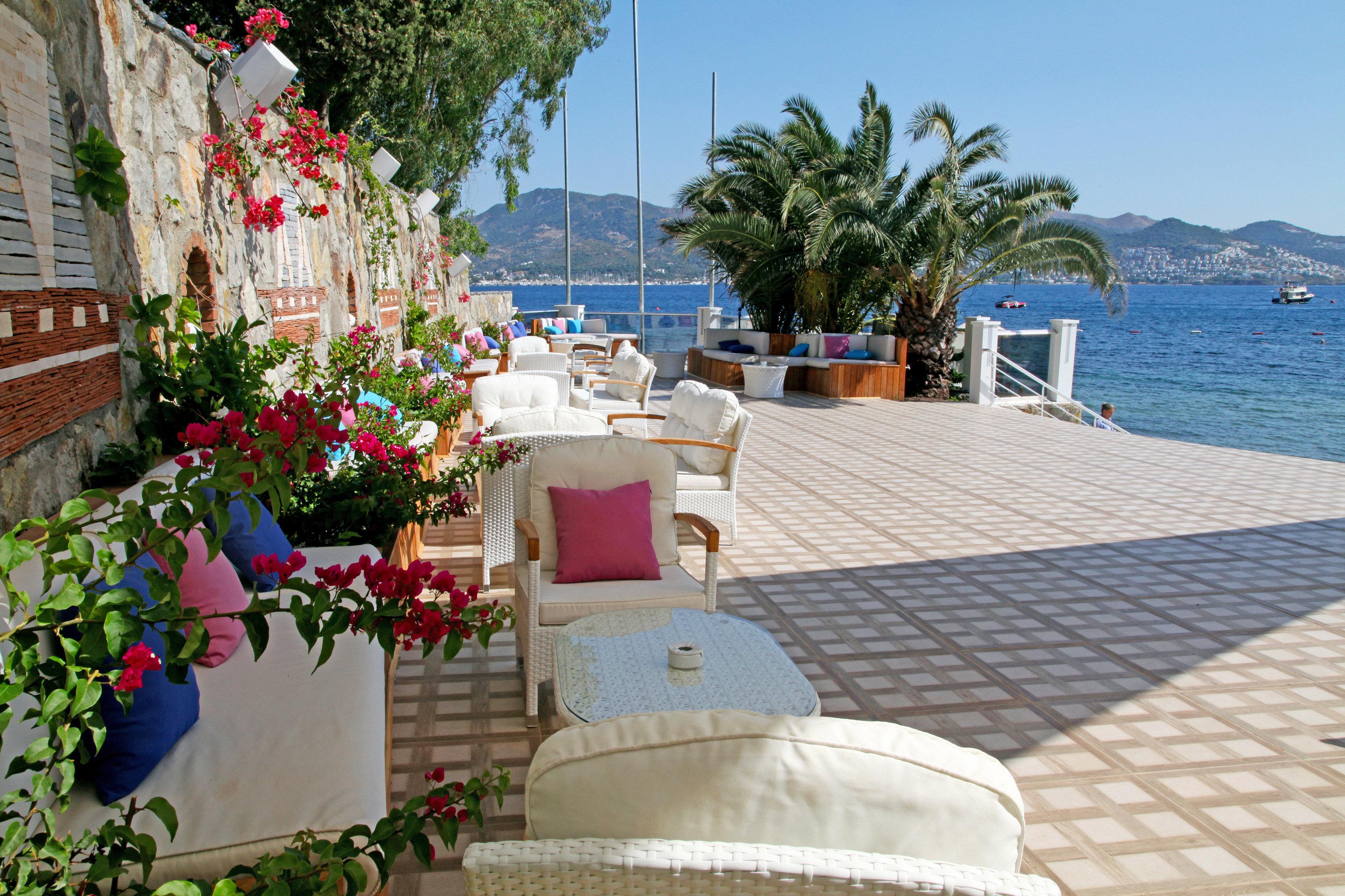 Balcony Lounge Modern Patio Terrace Waterfront property Resort Villa cottage walkway swimming pool