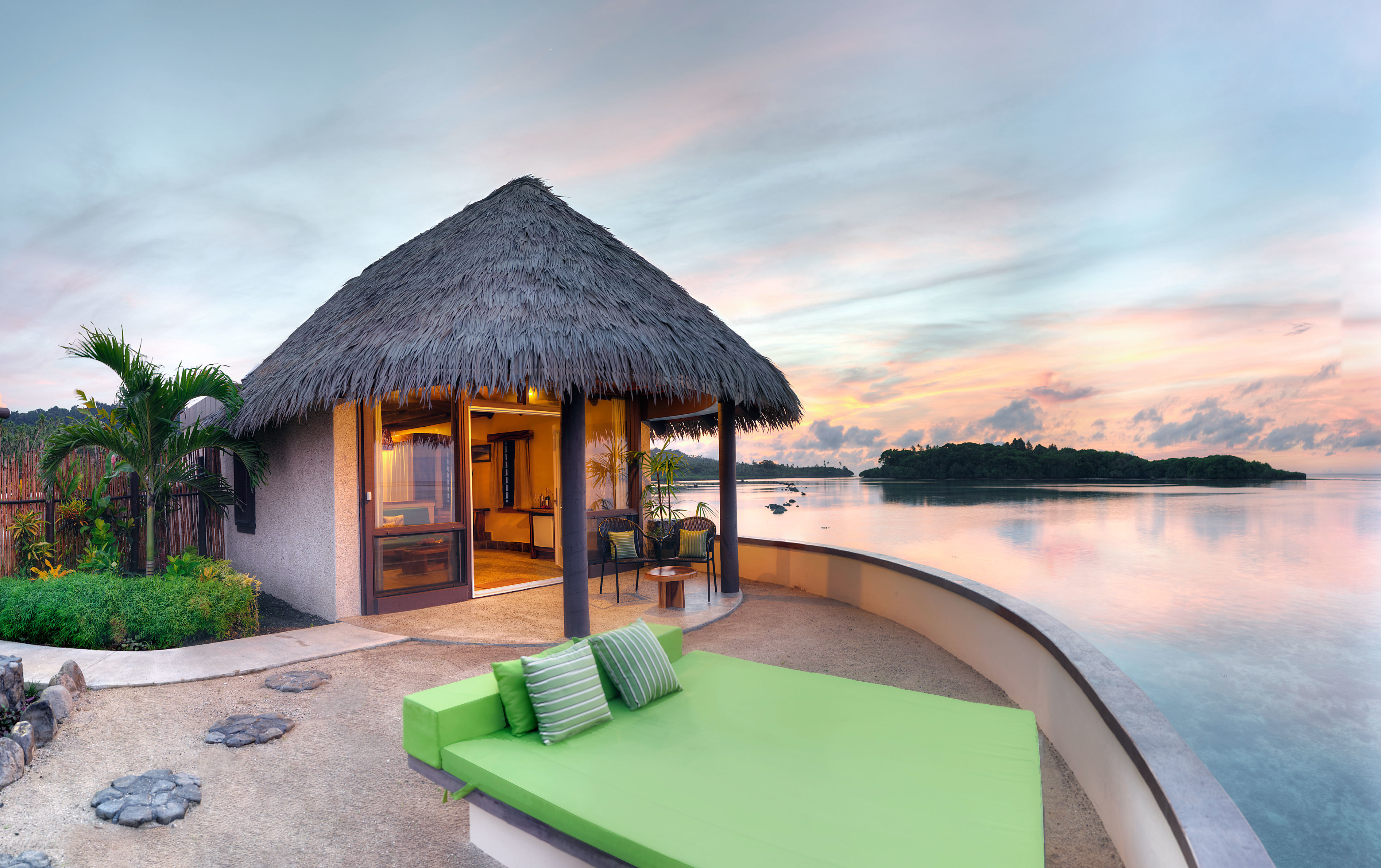 Balcony Patio Scenic views Terrace Villa Waterfront sky water property house home Resort swimming pool cottage hut