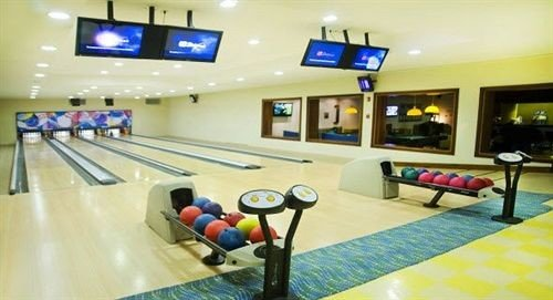 bowling ball game ten pin bowling sports team sport leisure centre leisure individual sports recreation room