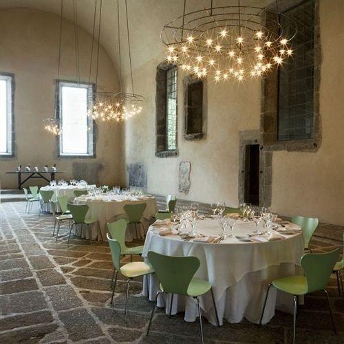restaurant function hall banquet centrepiece ballroom fancy dining table