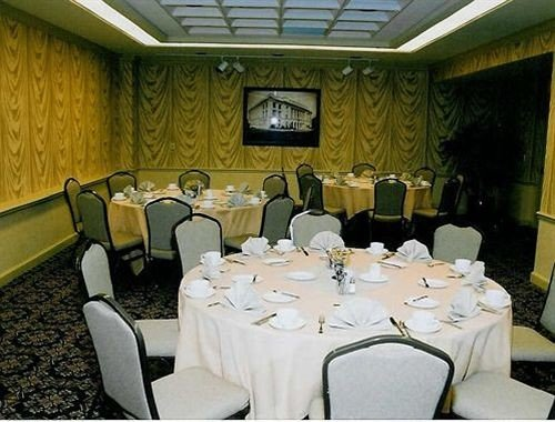 function hall banquet restaurant conference hall meeting convention center ballroom dining table
