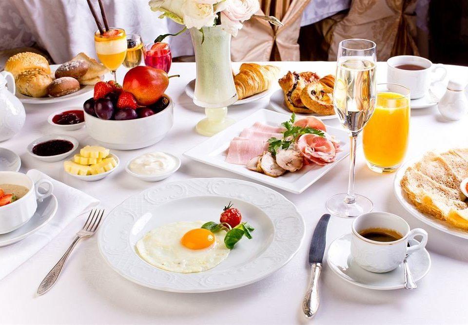 plate food lunch breakfast brunch supper dinner sense cuisine hors d oeuvre restaurant banquet set dining table