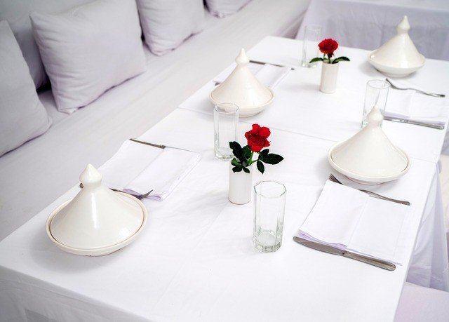 white tablecloth restaurant porcelain centrepiece ceramic dishware banquet material seat