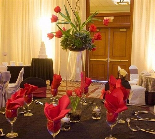 red curtain flower arranging floristry centrepiece flower function hall banquet floral design