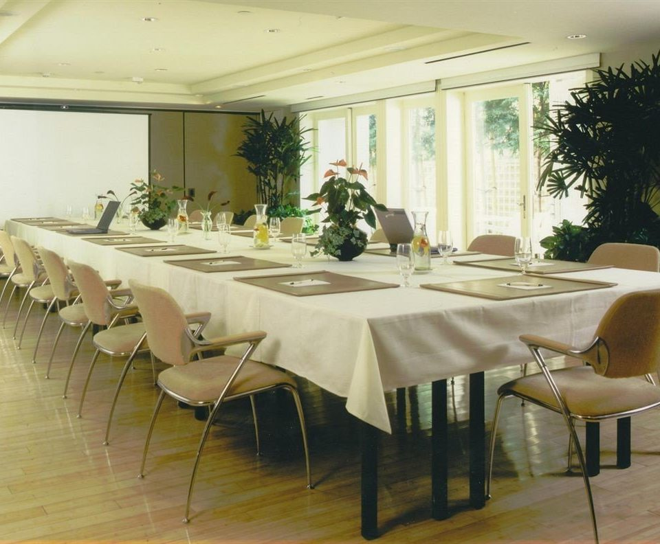 chair property banquet restaurant function hall conference hall tablecloth dining table
