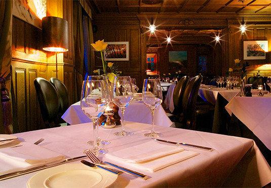restaurant function hall wedding dinner wedding reception banquet dining table