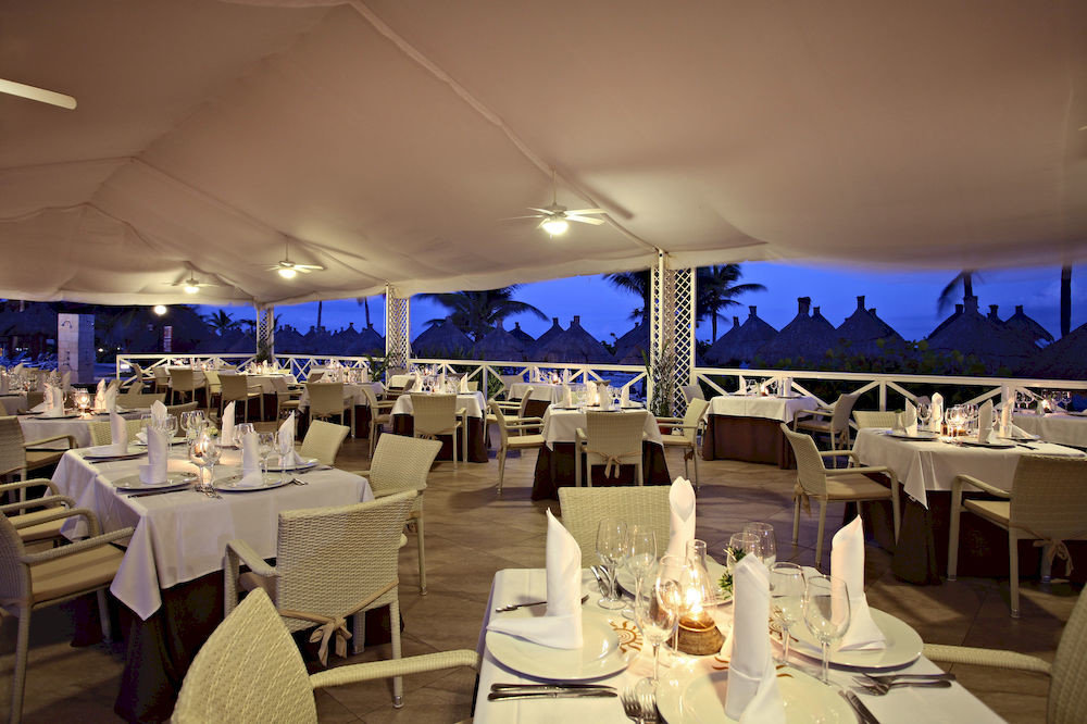 restaurant function hall banquet yacht vehicle