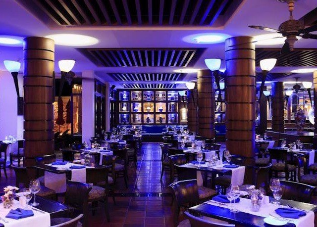 function hall nightclub restaurant Bar convention center ballroom wedding reception dining table