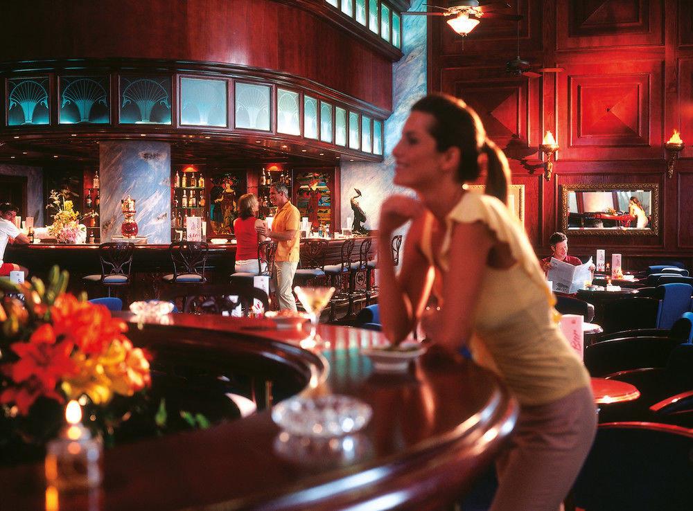 Bar nightclub sense restaurant bartender