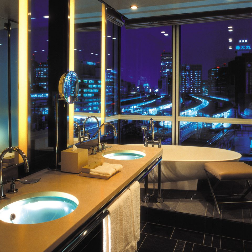 Bath City Elegant Luxury Modern Scenic views counter Bar lighting restaurant nightclub yacht