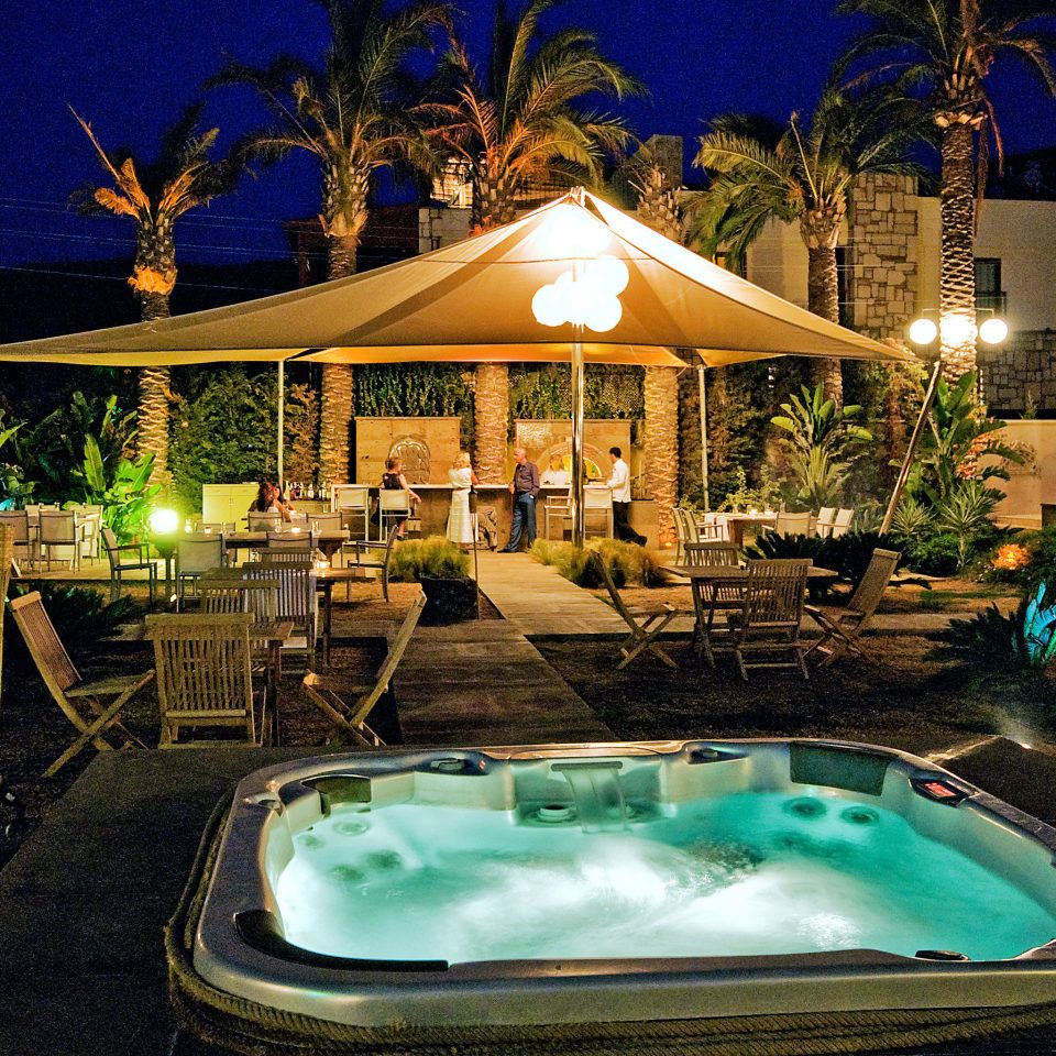 Bar Beach Drink Eat Historic Hot tub/Jacuzzi Modern tree swimming pool leisure Resort backyard Villa vessel