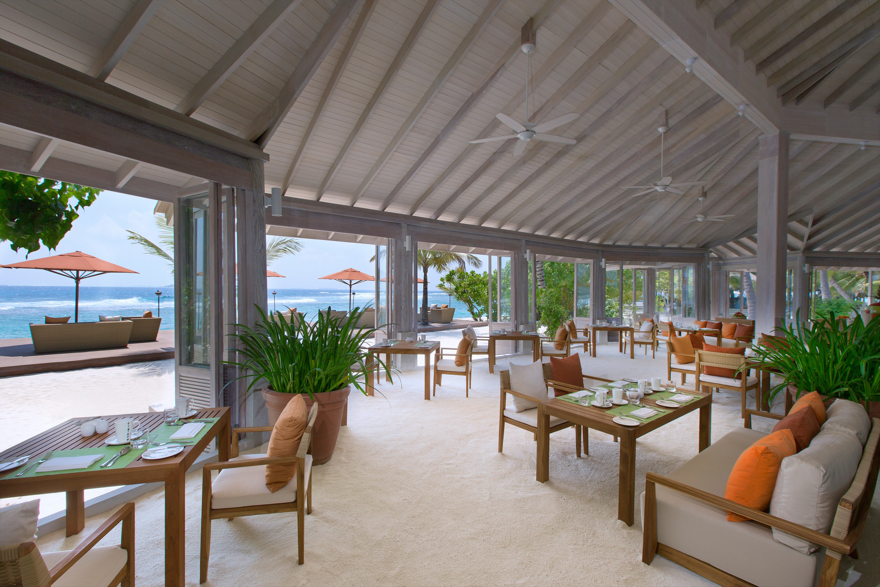 Bar Beachfront Dining Drink Eat Romantic Waterfront chair property Resort porch restaurant home Villa outdoor structure cottage Deck