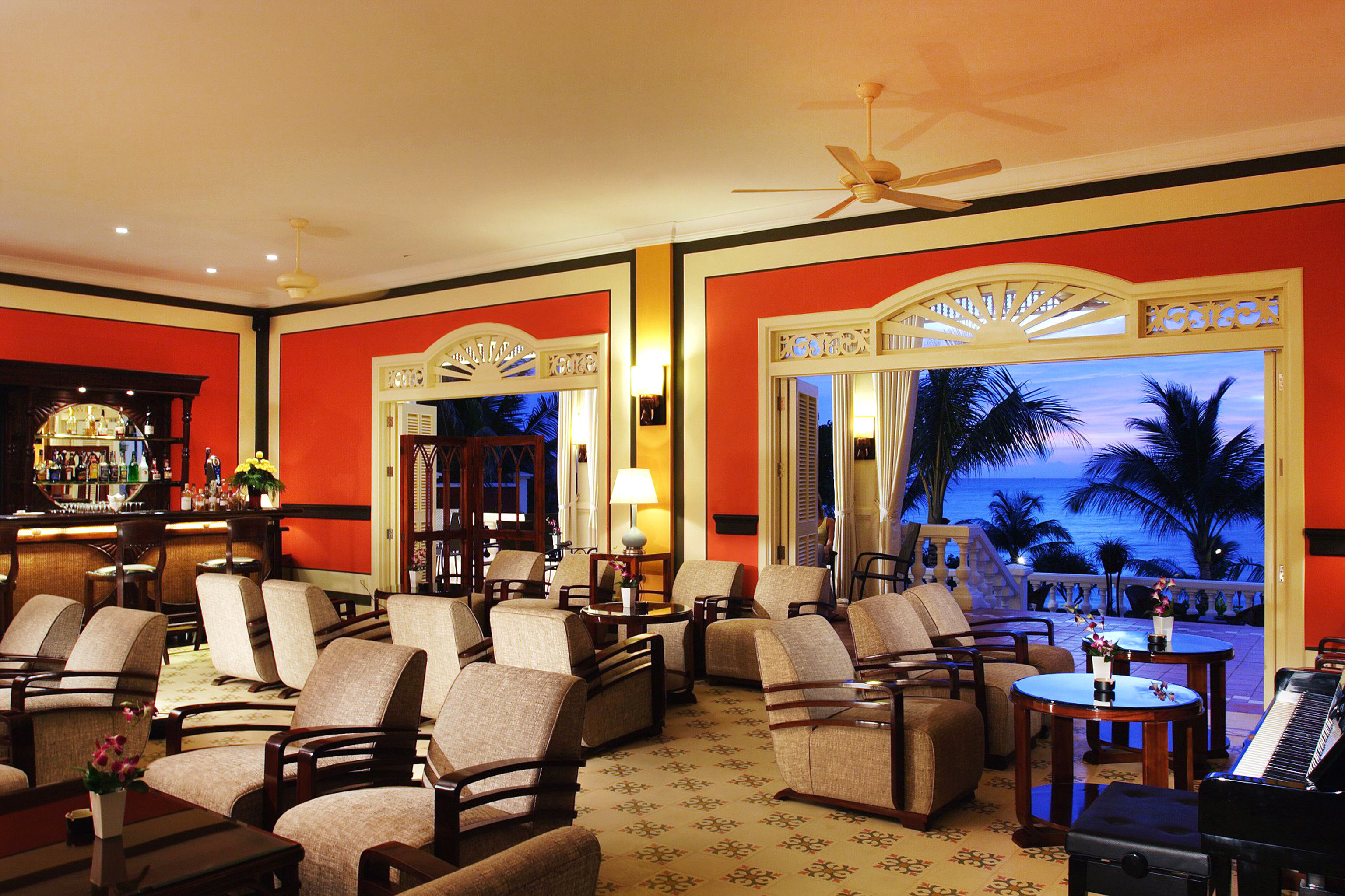 Beachfront Dining Drink Eat Island Resort Waterfront property restaurant Lobby recreation room living room Suite Bar