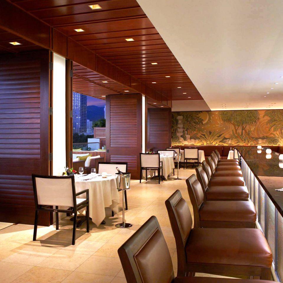 Bar Beachfront Dining Drink Eat Luxury Lobby restaurant café function hall convention center condominium Resort Island