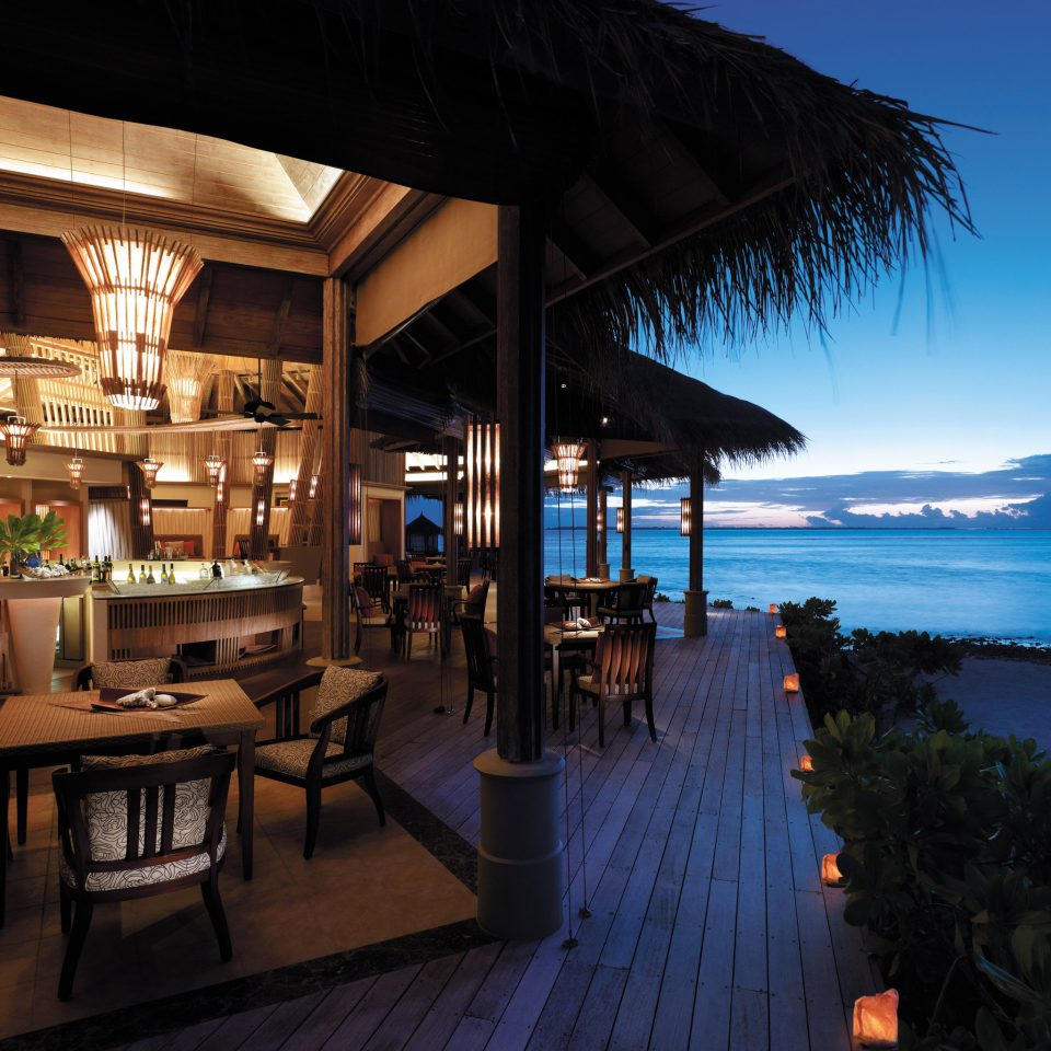 Bar Beachfront Drink Eat Luxury Ocean Resort Romantic water restaurant travel overlooking
