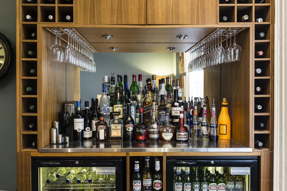 bottle Boutique liquor store Bar shelf beer