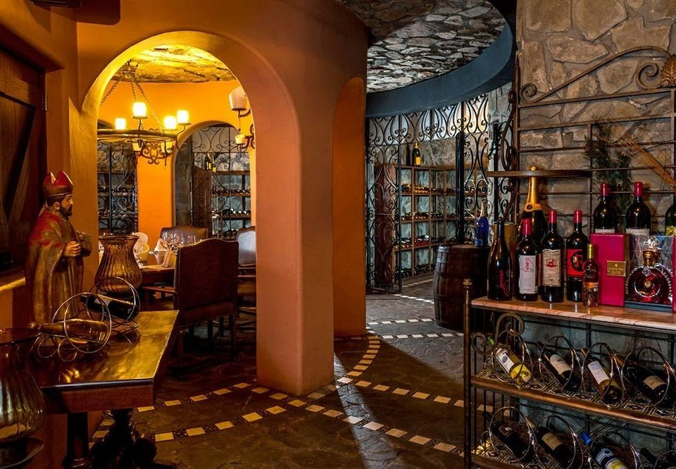 Bar Budget Dining Drink Eat Resort Tropical Waterfront restaurant Winery Boutique retail