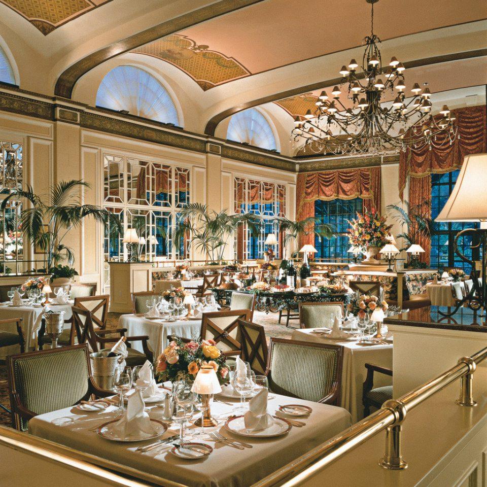 Bar Dining Drink Eat Elegant Kitchen counter Boutique home restaurant retail Lobby