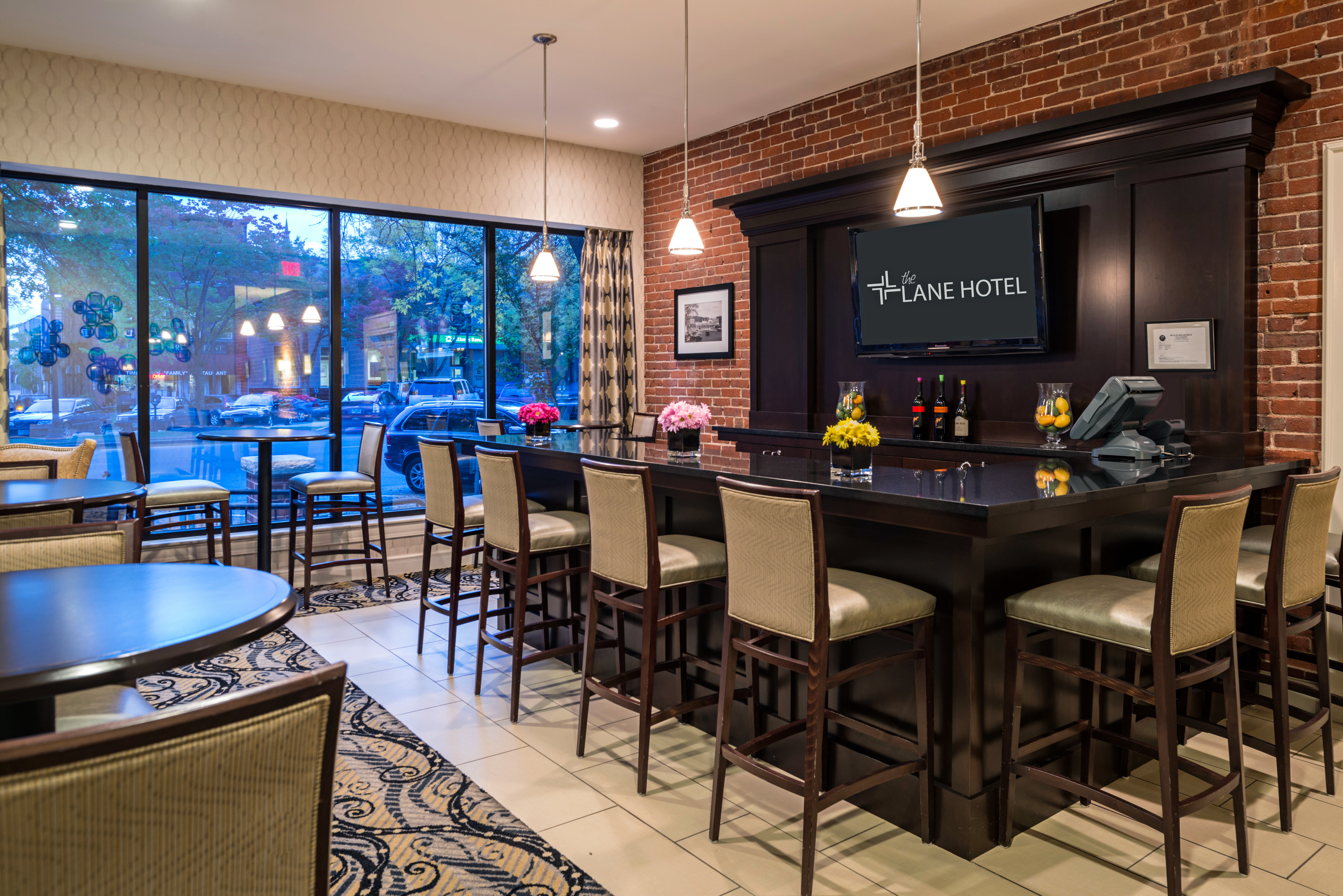 Boutique Dining Drink Eat Historic Lounge Modern recreation room chair property billiard room Lobby Bar conference hall restaurant Suite
